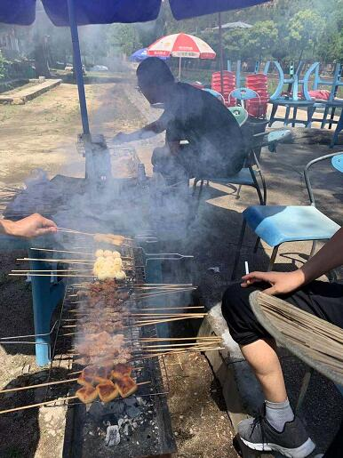 松松团队举办了夏季团建烧烤活动 公司新闻 第2张